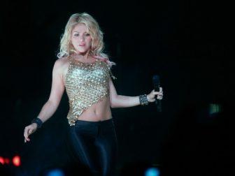 Shakira Performs At Coliseo De Puerto Rico 7 600x400