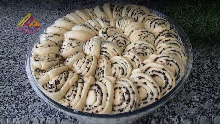 Pasta Süsü Malzemeli Çörek Tarifi