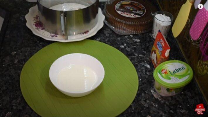 Bimden Alınan Malzemelerden Anında Pasta Tarifi 1