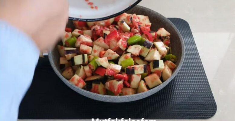 Süper Oluyor Böyle Yapılan Patlıcan Tarifi 2