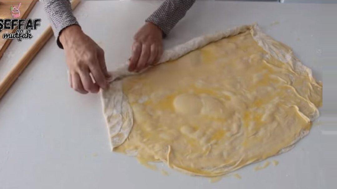 Sadece Fırında Açan Gül Böreği Tarifi 1