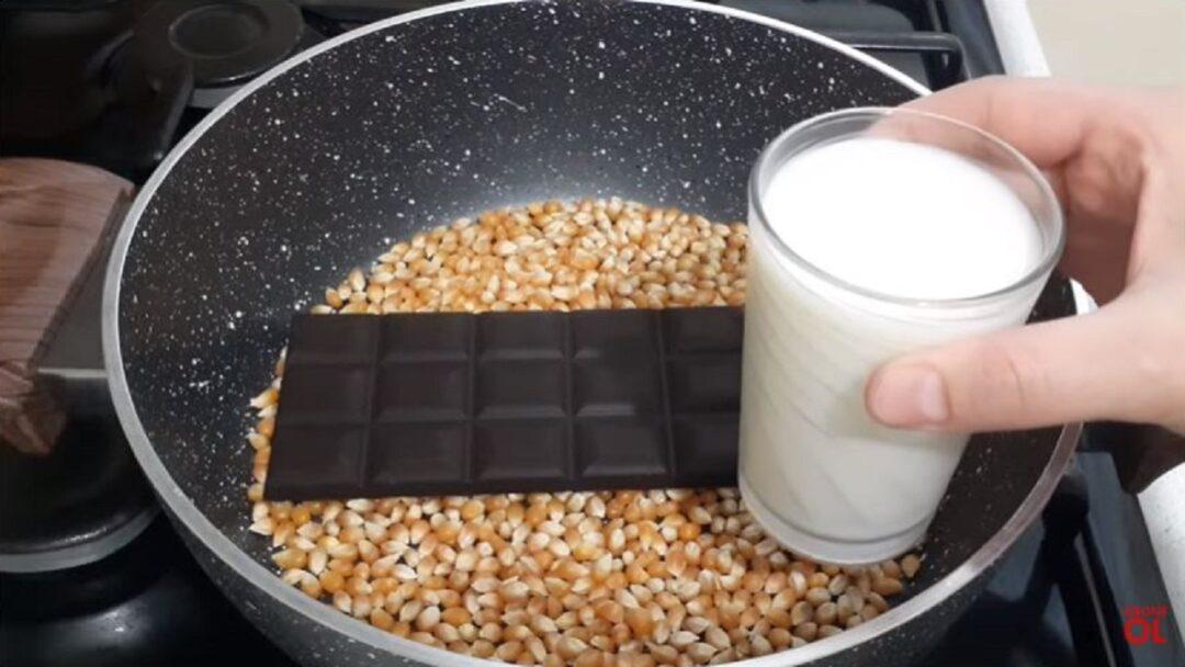 Sütün Yanında Çikolata Ekleyerek Mısırı Patlatmayı Deneyin 1