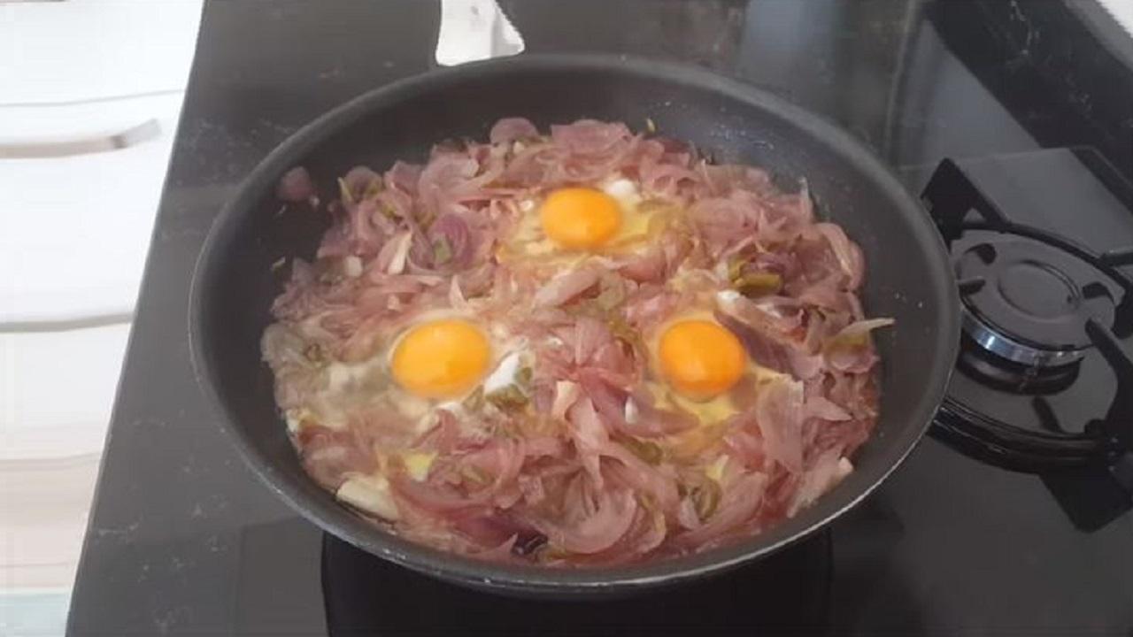 Kahvaltıya Bu Soğanlı Tarifi Mutlaka Yapmalısınız
