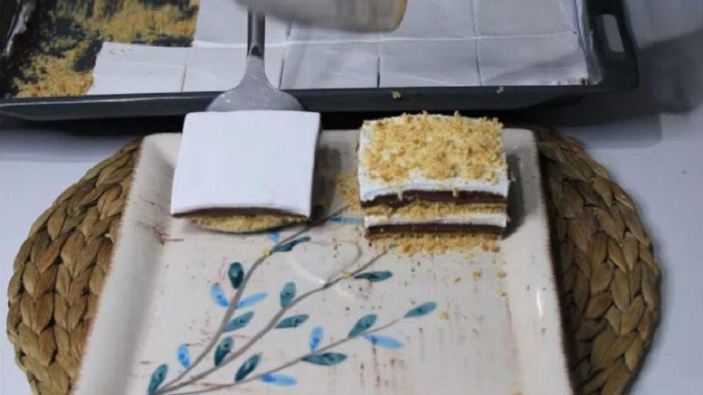Servis Edilirken Kat Kat Yapılan Sütlü Pasta Tarifi 1