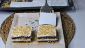 Servis Edilirken Kat Kat Yapılan Sütlü Pasta Tarifi 2