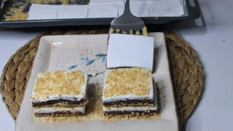 Servis Edilirken Kat Kat Yapılan Sütlü Pasta Tarifi