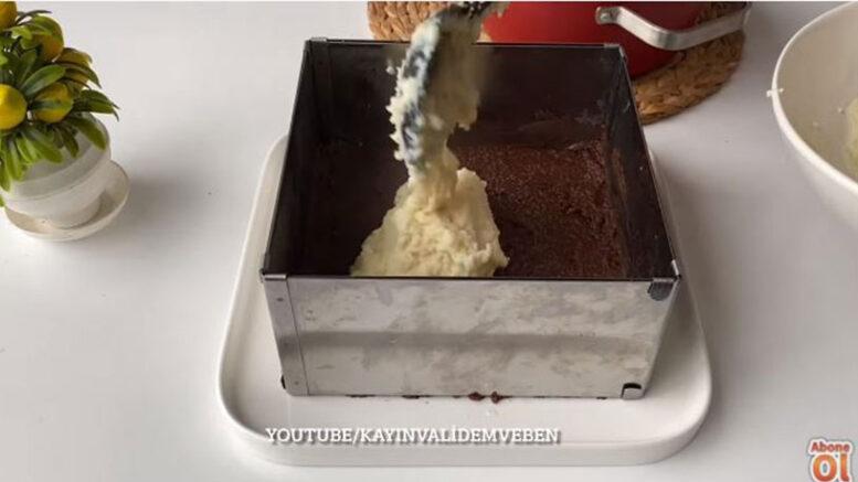 10 Dakikada Yapılan Renkli İrmik Pastası 1