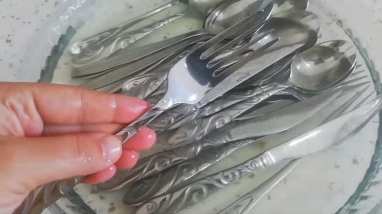 Elmas Gibi Parlayan Kaşık Temizleme Yöntemi