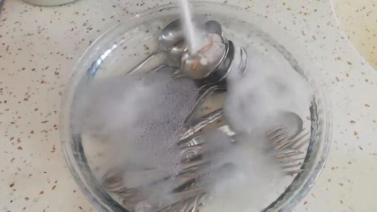 Elmas Gibi Parlayan Kaşık Temizleme Yöntemi 3