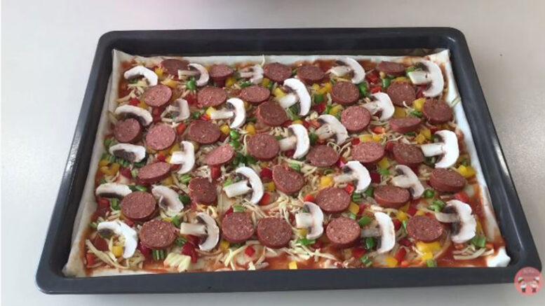 Kendini Pizza Sanan Börek Tarifi 3