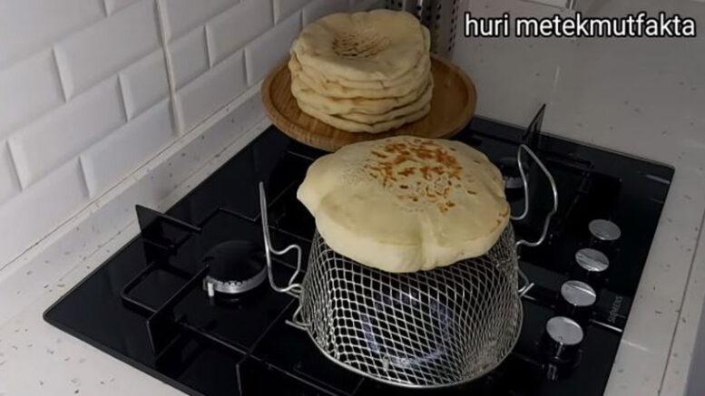 İlginç Pişirme Tekniği İle Sahurluk Bazlama Tarifi