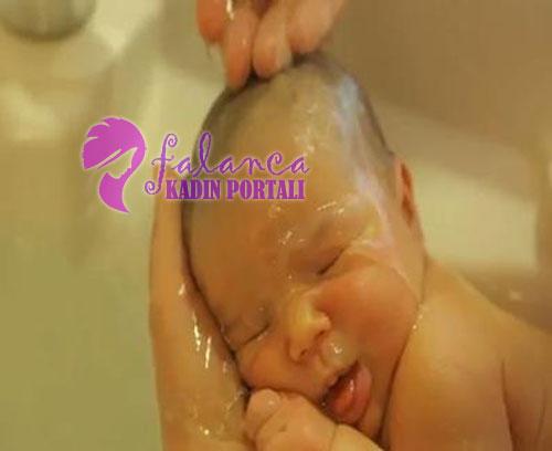 Bebek Banyosu Yikamak