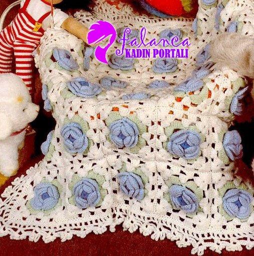 Mavi Çiçekli Battaniye