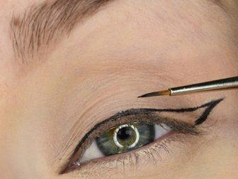 kuyruklu-eyeliner-nasil-cekilir-4