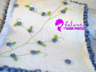 mavi-cicekli-battaniye