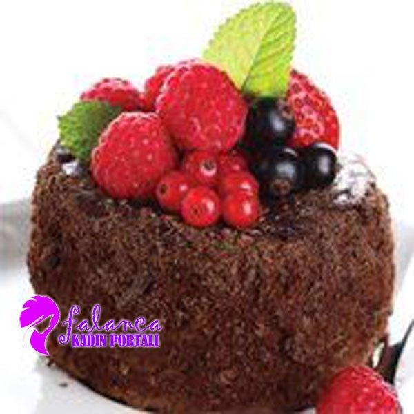 Meyveli Cikolatali Pasta