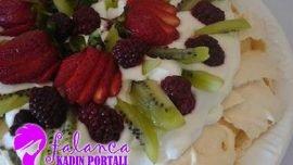 Pavlova Pastası