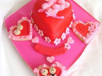 tasarim kalp pasta 2 336x252 - Özel Tasarım Pasta ve Kurabiyeler
