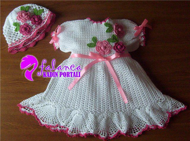 tig bebek elbise takim 1 Tığ İşi Bebek Elbiseleri